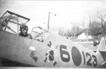 Летчик Ганс Шмолер-Халд из третьей эскадрильи в кабине своего истребителя.