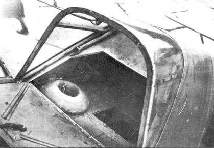 Открытый багажный отсек В-1, видна аккумуляторная яма.