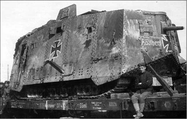Танк A7V Adalbert из состава 3-го штурмового отделения во время перевозки по железной дороге. 1918 год.