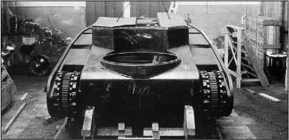 Вид на шасси «грострактора» Daimler-Benz сзади сверху. Хорошо видно отверстие для погона кормовой башни.