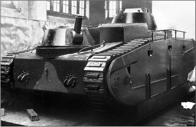 Grosstraktor фирмы Daimler-Benz после завершения сборки. Пулемет в кормовой башне устанавливался в броневом кожухе.