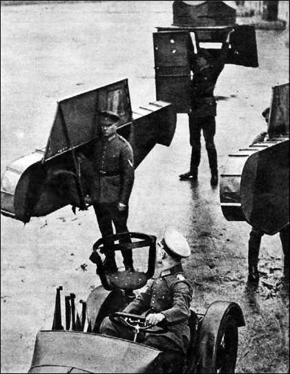 Макет танка в разобранном виде. Ходовые макеты танков широко использовались на маневрах Рейхсвера и Вермахта в конце 1920-х и начале 1930-х годов.