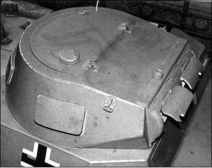 Башня танка Pz.I Ausf.А (вооружение не установлено). Хорошо видны смотровой лючок в борту башни и рым.