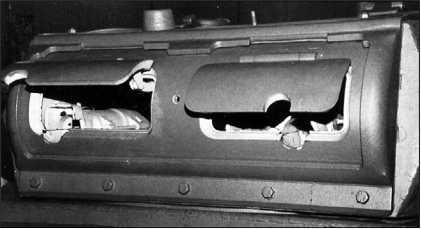 Амбразуры для установки пулеметов. Щитки амбразур находятся в небоевом положении.