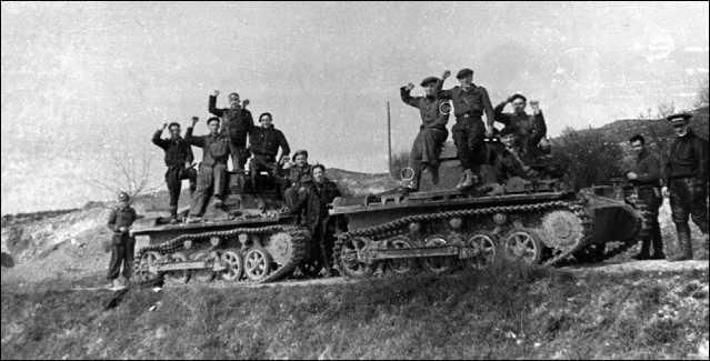 Немецкие танки Pz.I Ausf.A, захваченные бойцами Республиканской армии. Испания, Центральный фронт, 1937 год.