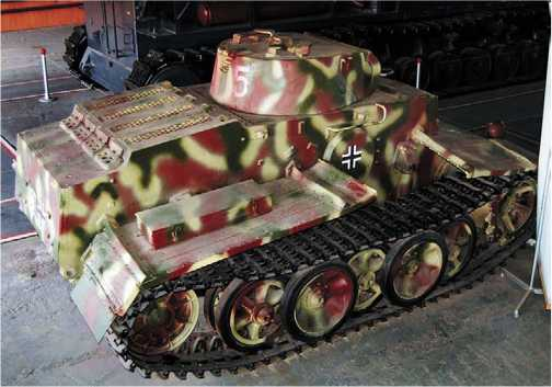 Легкий танк Pz.I Ausf.F в экспозиции Военно-исторического музея бронетанкового вооружения и техники в Кубинке.