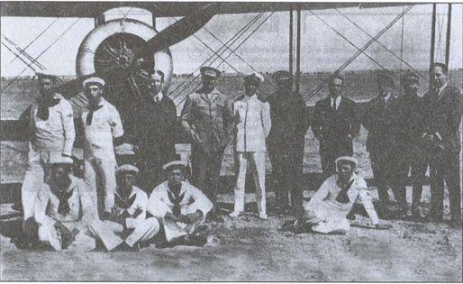 Курсанты и преподаватели летной школы в Альбасьете. Третий слева — В.М. Марченко, четвертый — М.А. Крыгин