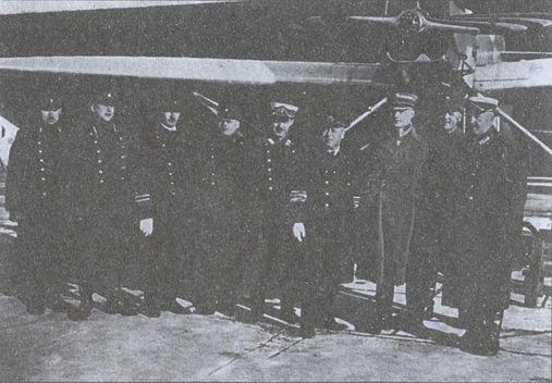 Группа финских военных на базе латвийской гидроавиации в Либаве. Четвертый справа — командующий ВМФ Латвии контр-адмирал А.Г. Кейзерлинг. 1928г.