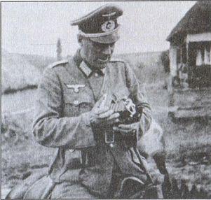 Старший лейтенант Российского флота Г.В. Чехов в форме вермахта