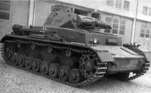 Танк Pz.IV Ausf.В в парке одной из танковых частей Вермахта. 1939 год.