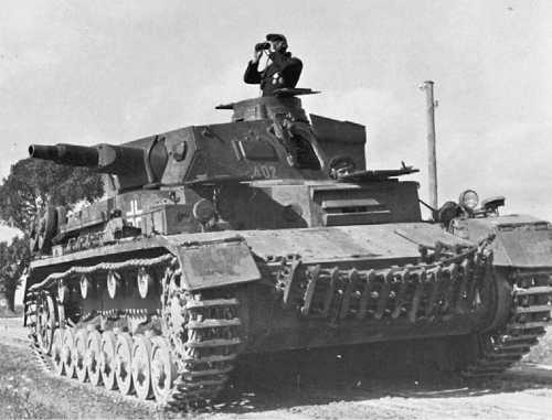 Pz.IV Ausf.D, 6-я танковая дивизия, лето 1941 года. К началу операции «Барбаросса» машины ранних выпусков приобрели черты, характерные для более поздних моделей, например, гусеничные траки на лобовом листе корпуса.