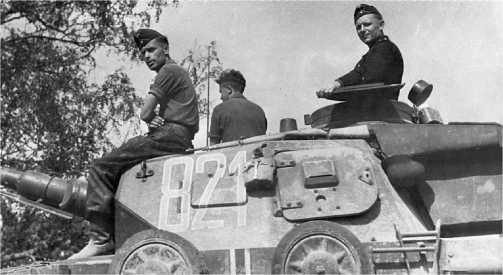 Еще одна деталь, приобретенная танками Ausf.D к лету 1941 года — ящик для снаряжения на корме башни.