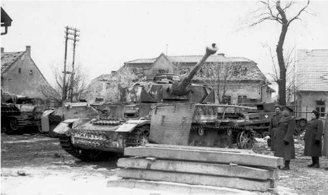 Pz.IV Ausf.J захваченный в г. Тата. Венгрия, март 1945 года.