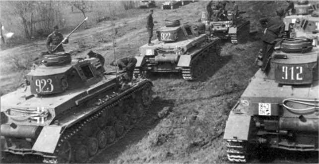 Танки Pz.IV Ausf.F1 из состава 30-го танкового полка венгерской армии. Эстергом, 1942 год.