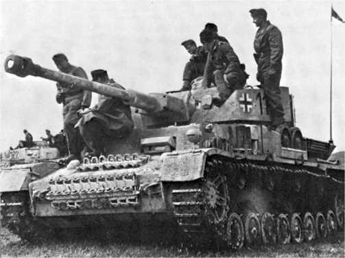 Pz.IV Ausf.H из состава венгерского 30-го танкового полка, 1944 год. Все венгерские танки, воевавшие на Восточном фронте, несли германские о познавательные знаки.