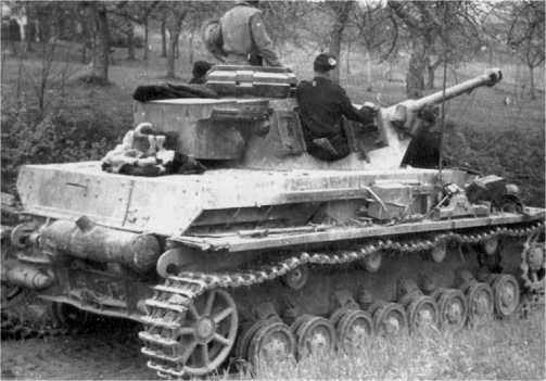 Болгарский Pz.IV Ausf.G в бою. Венгрия, апрель 1945 года.