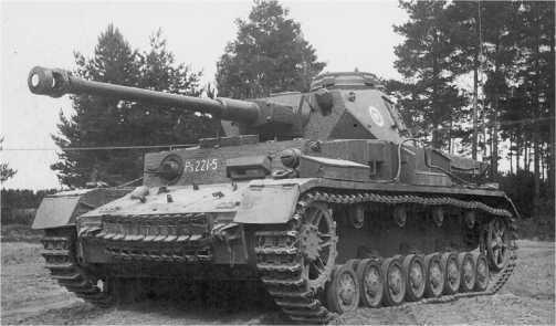 Pz.IV Ausf.J финской армии. Обращают на себя внимание курсовой пулемет ДТ вместо MG 34 и ящик ЗИП, заимствованный у Т-26, на левой надгусеничной полке.