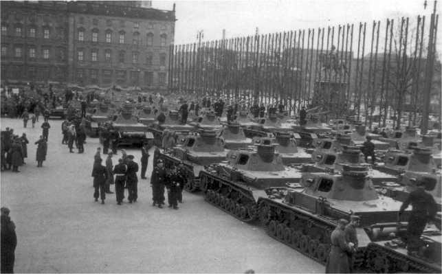 Торжественная передача Вермахту танков модификаций А, В и С состоялась 20 апреля 1939 года перед Берлинским замком.