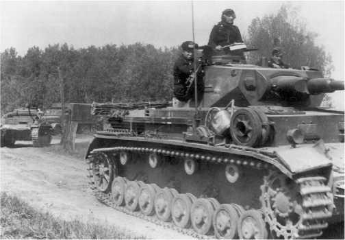 Pz.IV Ausf.B 10-й танковой дивизии в окрестностях Седана. Франция, 1940 год.
