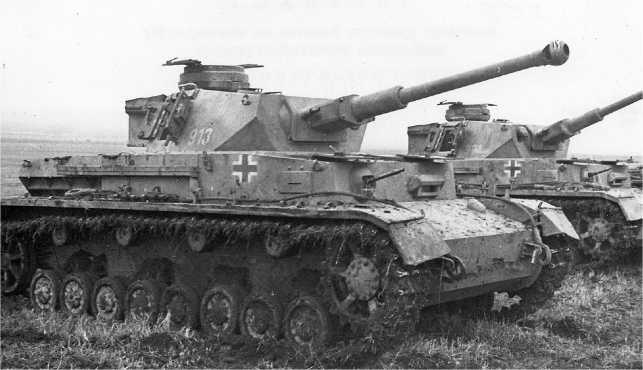 Pz.IV Ausf.F2, захваченные Красной Армией, Северный Кавказ, декабрь 1942 года. Судя по внешнему виду машин, они, видимо, были брошены экипажами.