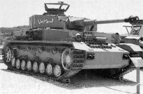 Трофейный сирийский Pz.IV Ausf.H в израильском танковом музее в Латруне, 1993 год. В Сирии командирские башенки некоторых танков были оборудованы турелью для крупнокалиберного пулемета ДШК.