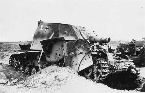 «Бруммбер» подбитый на Курской дуге, 19 июля 1943 года. Машины этого типа, принимавшие участие в операции «Цитадель», не имели «циммеритного» покрытия.