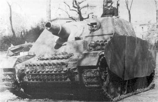 «Бруммбер» позднего выпуска с шаровой установкой пулемета MG 34 в лобовом листе рубки. 216-й батальон штурмовых танков, 1944 год.