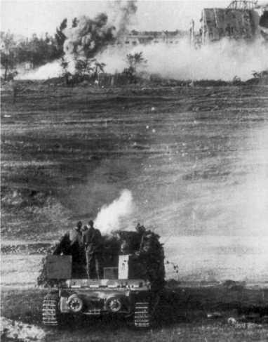 Истребитель танков «Насхорн» ведет огонь. Благодаря мощной пушке, эта машина была грозным противником.