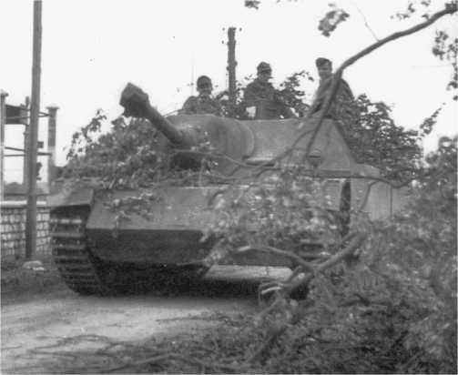 Jagdpanzer IV выдвигается к району боевых действий. Нормандия, июнь 1944 года.