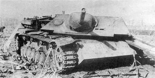 У этой машины внутренним взрывом сорвало боевую рубку. Венгрия, март 1945 года.