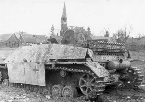 Jagdpanzer IV, подбитый на подступах к Берлину. Апрель 1945 года.