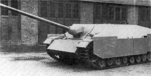 Прототип истребителя танков Panzer IV/70(V) во дворе завода.