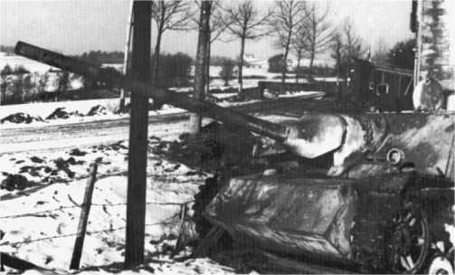Panzer IV/70(V) из состава 1-й <a href='https://arsenal-info.ru/b/book/1627328415/38' target='_self'>танковой дивизии</a> «Лейбштандарт СС Адольф Гитлер». Арденны, декабрь 1944 года.