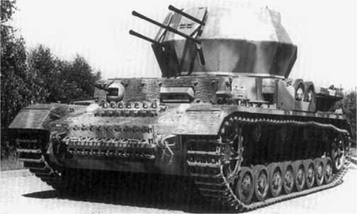 Одна из первых серийных зенитных установок «Вирбельвинд» (вверху и внизу). 1944 год.