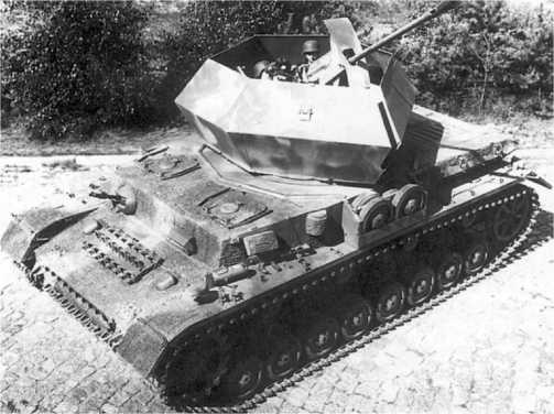 Cерийная самоходная зенитная установка «Оствинд» (вверху и внизу). 1944 год.