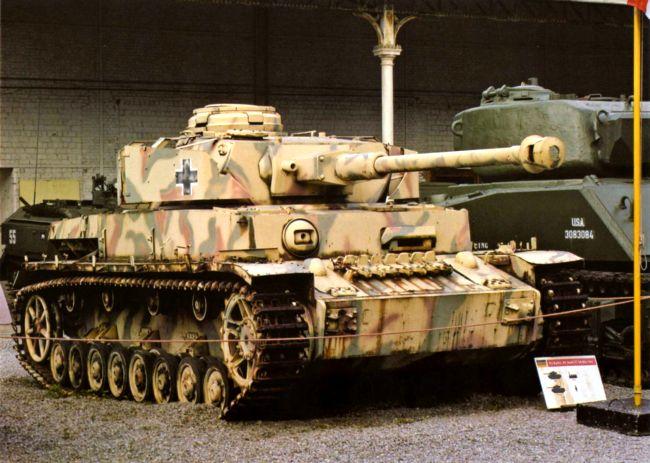Командирский танк на базе Pz.IV Ausf.J. Военный музей в Брюсселе, 2005 год.