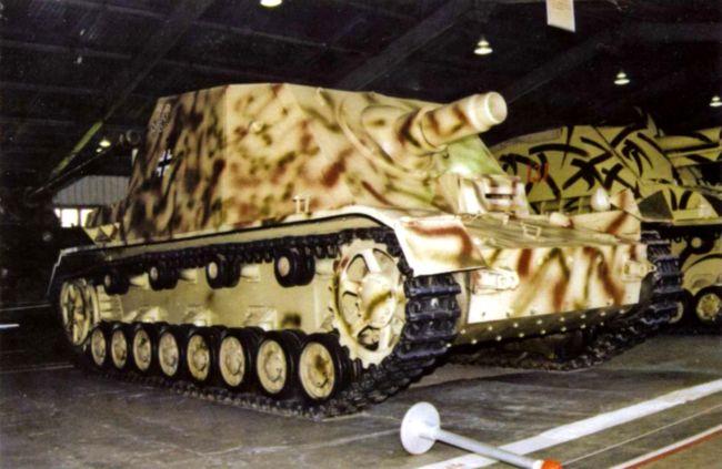 Штурмовой танк Brummbar первой серии в экспозиции Военно-исторического музея бронетанкового вооружения и техники в Кубинке.