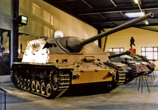 Jagdpanzer IV/70 (А) в экспозиции танкового музея в Самюре, Франция.