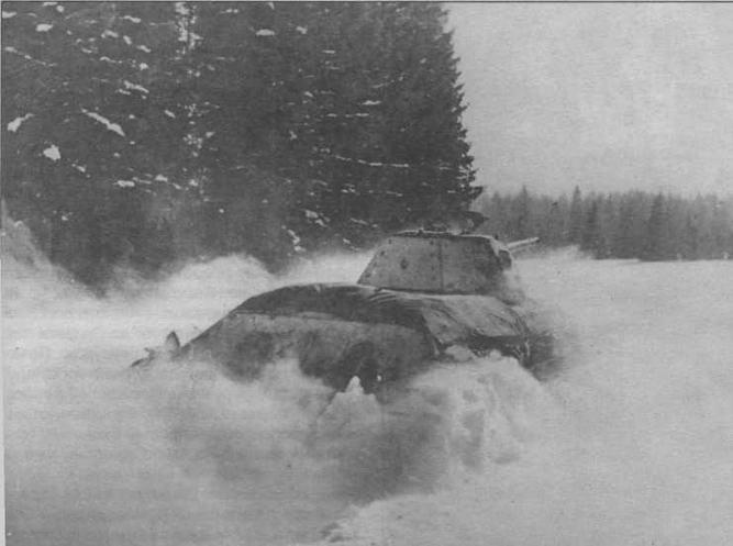 За Москву! В атаке — танк Т-34 производства СТЗ. Декабрь 1941 года