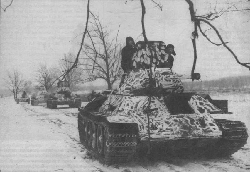 Танки Т-34, в любопытном зимнем камуфляже. Западный фронт, январь 1941 года