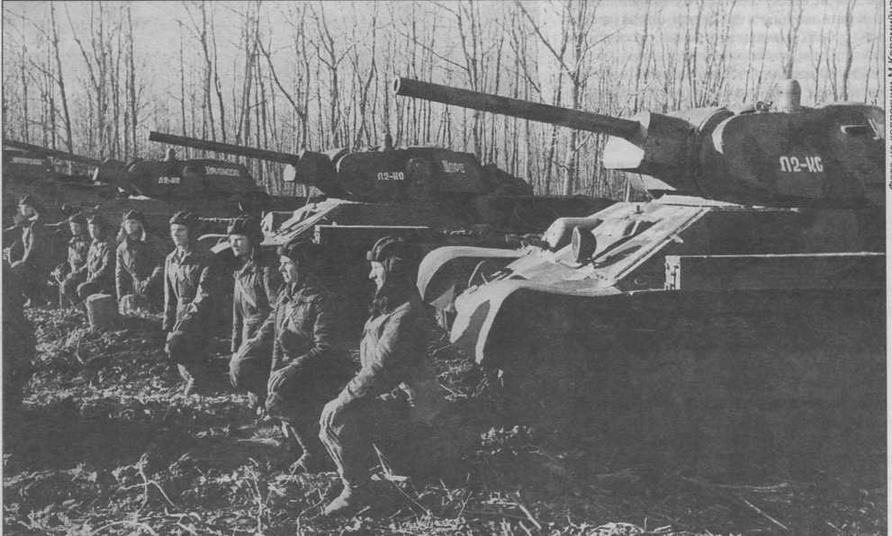 Вручение гвардейского знамени одной из танковых частей Юго-Западного фронта. Харьковское направление, 1942 год