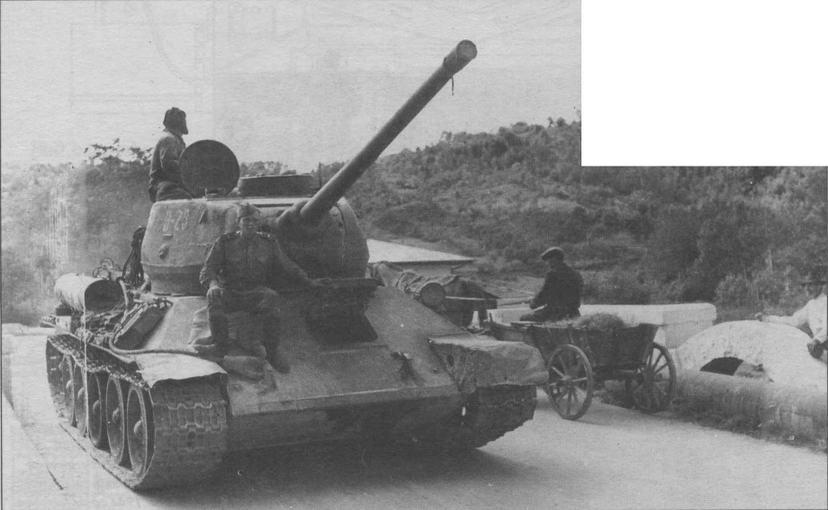 Советские танки в горах Трансильвании. 2-й Украинский фронт. Румыния, 1944 год
