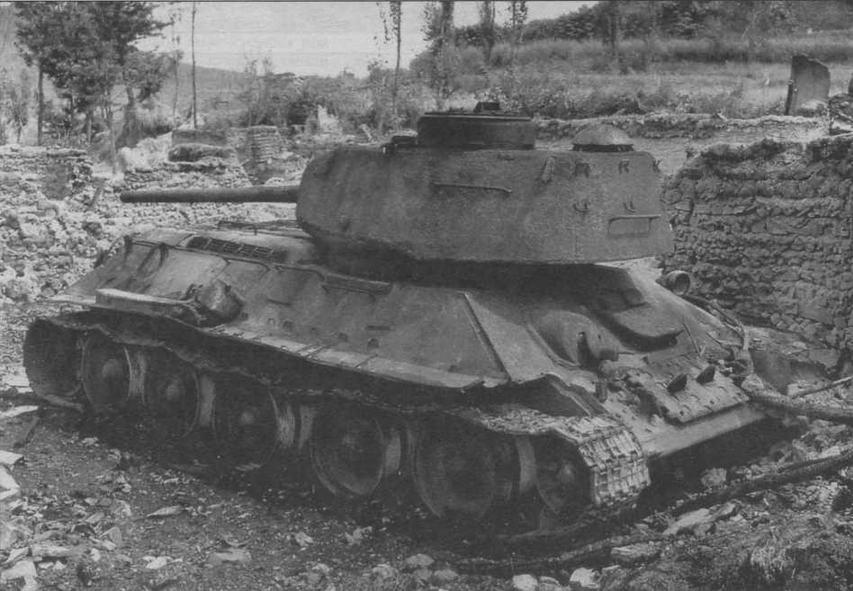 Северокорейский Т-34-85 из состава 16-й танковой бригады, подбитый во время атаки с воздуха. Сентябрь 1950 года