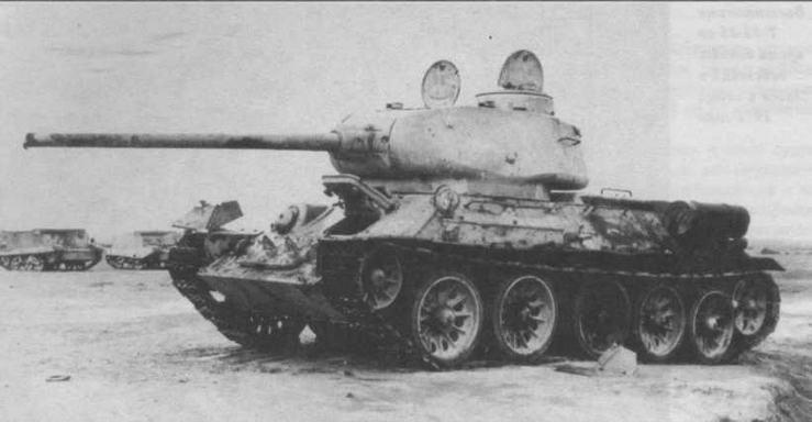 Танки Т-34-85 чехословацкого производства в больших количествах поступали на Ближний Восток в египетскую и сирийскую армии и использовались в боевых действиях в 1956 и 1967 годах. На снимке — египетский танк, подбитый англо-французскими войсками во время войны 1956 года