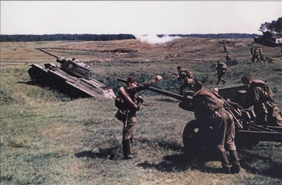 Танки Т-34 на послевоенных учениях Советской Армии
