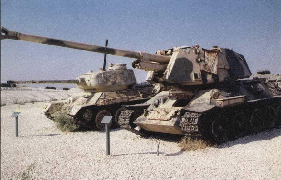Египетские машины Т-34-100 и Т-34-85 в одном из музеев Израиля Фото Л. Бродского