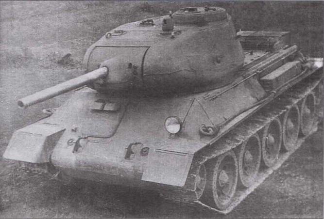 Опытный образец среднего танка T-43-II во время испытаний летом 1943 года (вверху). Т-34 и T-43-II (внизу)