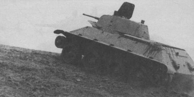 Колесно-гусеничный танк А-20 на колесном ходу преодолевает косогор. НИБТПолигон, 1939 год