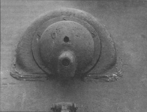 Броневая маска шаровой установки курсового пулемета