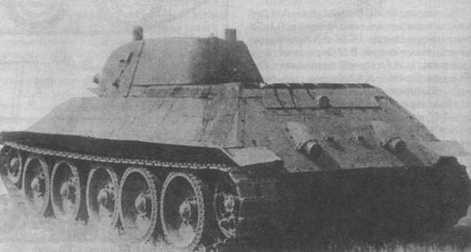 Опытный средний танк А-32 (первый образец) во время полигонных испытаний летом 1939 года